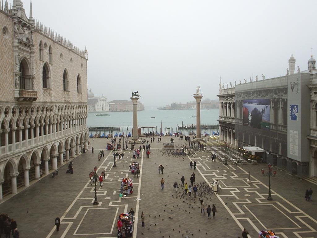 Площадь Сан Марко - главная площадь Венеции, образовалась в IX веке, как пространство...